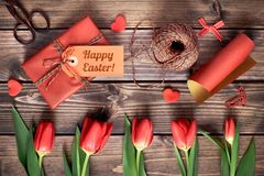 Обернутый подарок с биркой Стоковое Фото