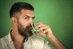 Обещание воды здорово Похмелье и жажда стоковая фотография