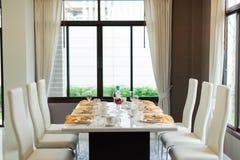 обедать самомоднейшая комната Стоковые Изображения