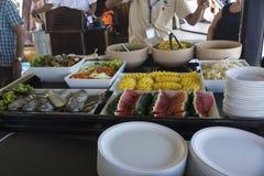 Обедать с блюдами для винтажного корабля Стоковые Фотографии RF