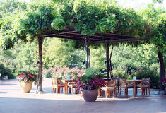 обедать outdoors ресторан Стоковые Изображения