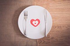 Обедающий дня валентинок с сервировкой стола Стоковое Фото