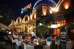 Обедающий людей на ресторане в Asiatique Стоковые Изображения RF