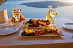 Обедающий для 2 и заход солнца моря Стоковое фото RF