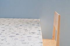 Обеденный стол и деревянный стул Стоковое Фото