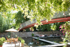 Обеденный стол на ресторане Турции реки Стоковое фото RF