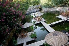 Обеденный стол на ресторане Турции реки Стоковые Изображения