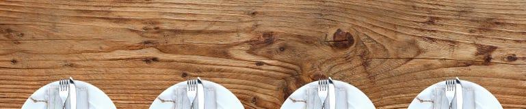 Обеденный стол с плитами Стоковая Фотография RF