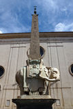 Обелиск в della Minerva аркады в Риме, Италии Стоковые Фото