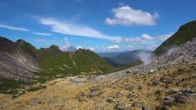 Обзор панорамы активного куря вулкана Sibayak E акции видеоматериалы