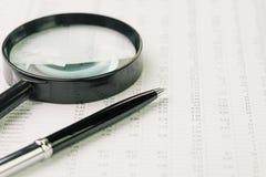 Обзор эффективности бизнеса, ища или гоня для вклада стоковые изображения