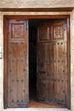 Обитые открытые деревянные двери Стоковые Изображения