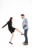 Обиденные молодые любящие пары присягают изолированный Стоковое Фото