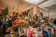 Обильный счетчик благотворительного базара традиционных грузинских товаров для продажи на Стоковая Фотография RF