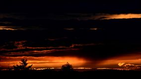 Облака вечера в Falkensee, Бранденбурге Германии сток-видео