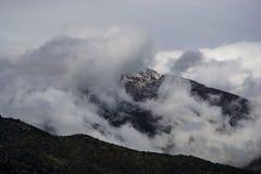 Облака в горах стоковая фотография rf