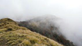 Облака в горе Himalays акции видеоматериалы