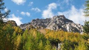 Облака двигая быстро на горы Альп европейца акции видеоматериалы