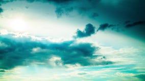 Облака дождя драматические, промежуток времени акции видеоматериалы