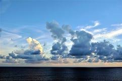 Облака захода солнца над Индийским океаном стоковое изображение rf
