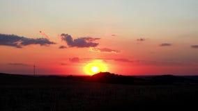 Облака и ветротурбина неба захода солнца акции видеоматериалы