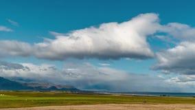Облака и радуга над побережьем Исландии видеоматериал