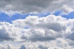 Облака кумулюса и маленькое небо Стоковые Фото