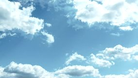 Облака кумулюса красоты бежать на видео timelapse голубого неба сток-видео