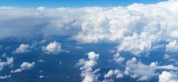 Облака кумулюса любят горы Стоковое Изображение