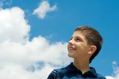 облака мальчика стоковое изображение rf