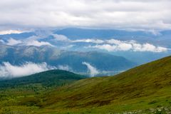 Облака над горами и гребнями Стоковое Изображение RF
