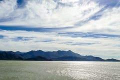облака над горами, цифровым изображением фото как предпосылка стоковые фото