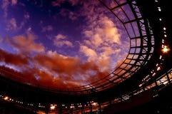 Облака над новым стадионом стоковая фотография