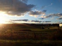 Облака над фермой стоковое изображение rf