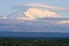 Облака над Denali Стоковые Фото