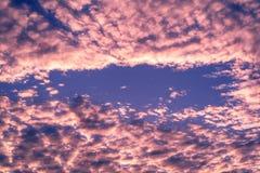 Облака на голубом небе с винтажным стилем стоковая фотография