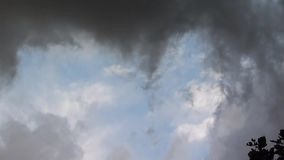 Облака на шторме акции видеоматериалы
