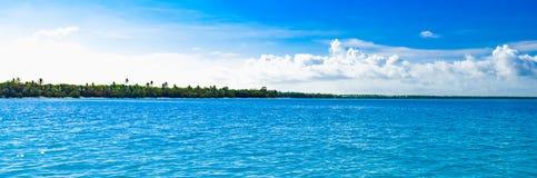 Облака неба моря ландшафта Стоковая Фотография