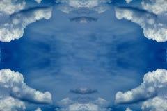 Облака обрамляют в небе стоковые фото