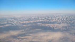 Облака от иллюминатора самолета сток-видео
