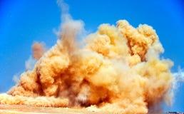 Облака пыли после взрывать стоковые фотографии rf