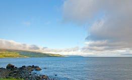 Облака раннего утра на свободном полете моря стоковое изображение
