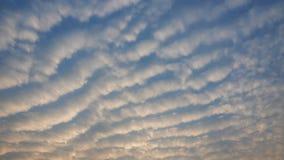 Облака цирруса Красивые облака на солнечный день Стоковое Изображение RF