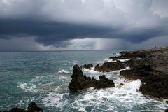 Облака шторма над морем. Стоковая Фотография RF