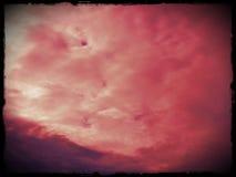 Облака Bloddy в красном Солнце стоковое фото