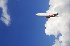 облако самолета вытекая вне Стоковые Изображения RF