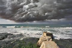 Облако строгого шторма над прибоем Стоковая Фотография RF