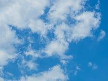 Облако с предпосылкой голубого неба Стоковое Изображение RF