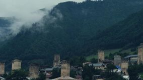 Облако тумана поднимая от coniferous леса, Mestia, Georgia сток-видео