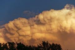 Облако шторма на заходе солнца стоковые изображения rf